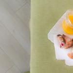 Colazione succo di frutta cornetto pistacchio cannolo siciliano