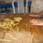 Maccarruna preparazione pasta fresca fatta a mano